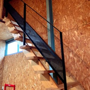 2F階段手摺り